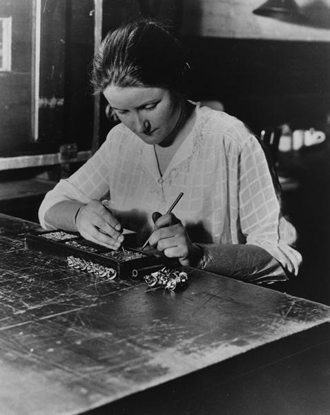 1923-Donna-Camera-Works